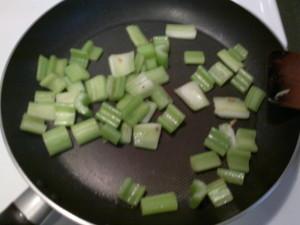 蒜香牛柳粒 16
